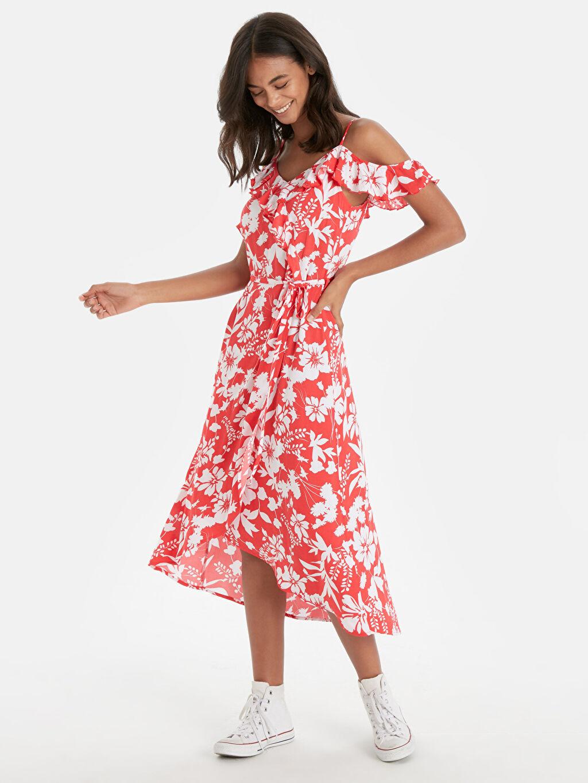 Kırmızı Yakası Fırfırlı Çiçek Desenli Viskon Elbise 9SY225Z8 LC Waikiki