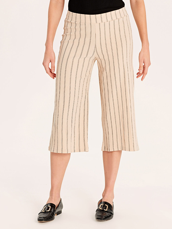 %97 Polyester %3 Elastan Normal Bel Standart Kısa Paça Pantolon Beli Lastikli Kısa Paça Çizgili Pantolon