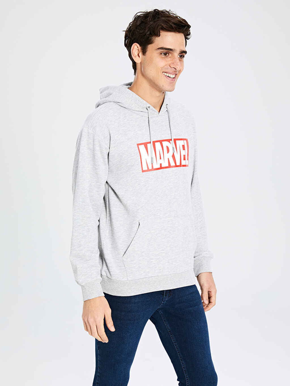Gri Marvel Baskılı Kapüşonlu Kalın Sweatshirt 9WU282Z8 LC Waikiki