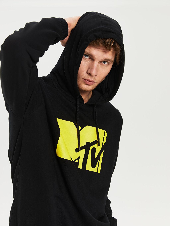 %66 Pamuk %34 Poliester  MTV Baskılı Kapüşonlu Kalın Sweatshirt