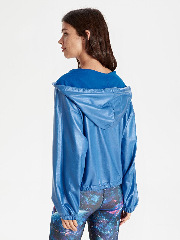 Kadın Parlak Görünümlü Kapüşonlu Fermuarlı Spor Sweatshirt