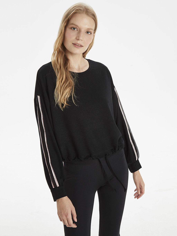 Siyah Kolları Şerit Detaylı Sweatshirt 9WJ169Z8 LC Waikiki