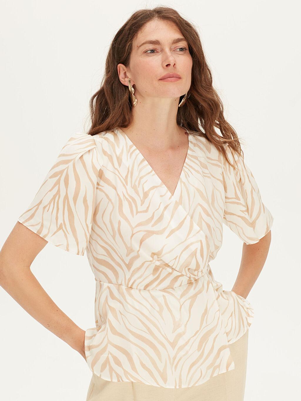 %100 Polyester  Desenli Kruvaze Yaka Saten Bluz