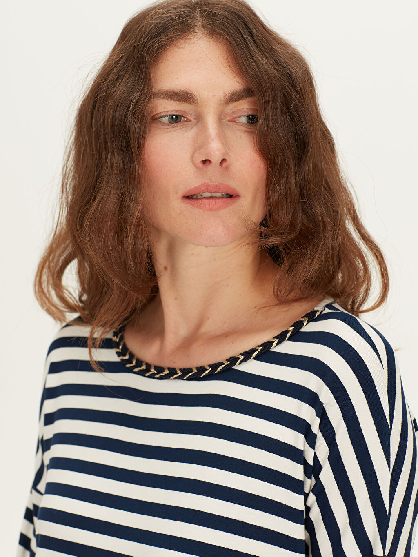 Lacivert Yaka Detaylı Çizgili Viskon Tişört