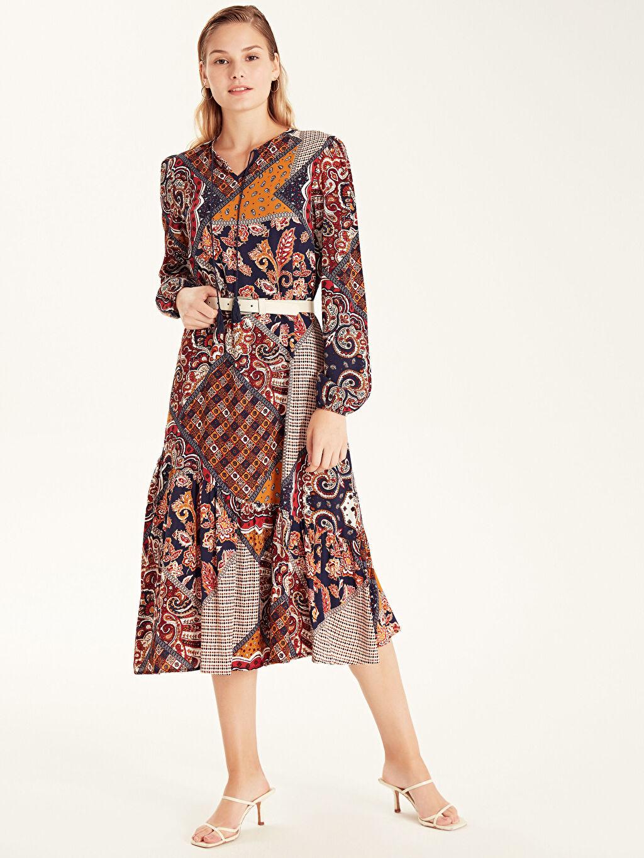 %100 Viskos %100 VISCOSE Diz Altı Desenli Uzun Kol Desenli Yaka Detaylı Viskon Elbise