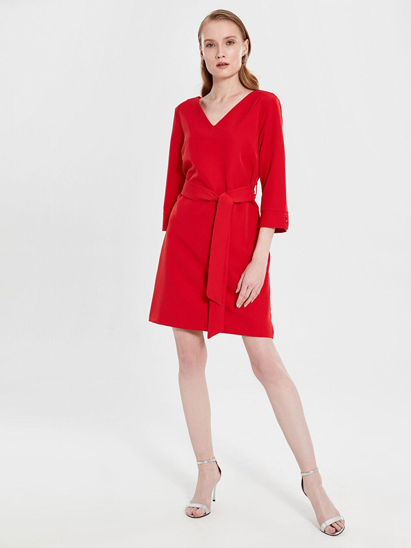 Kırmızı Kemerli V Yaka Elbise 9WL147Z8 LC Waikiki