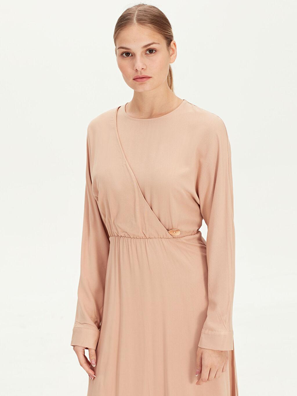 Kadın Yakası Kruvaze Detaylı Uzun Viskon Elbise