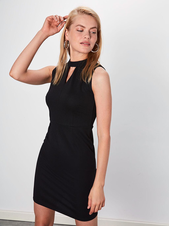 %95 Polyester %5 Elastan Diz Üstü Düz Kolsuz Yaka Detaylı Esnek Düz Kalem Elbise