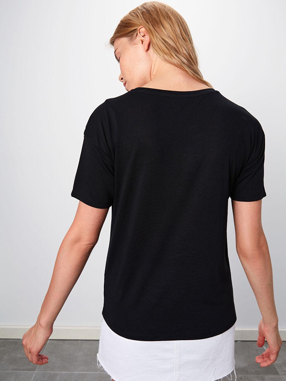 Kadın Omuzları Baskılı Püskül Detaylı Tişört