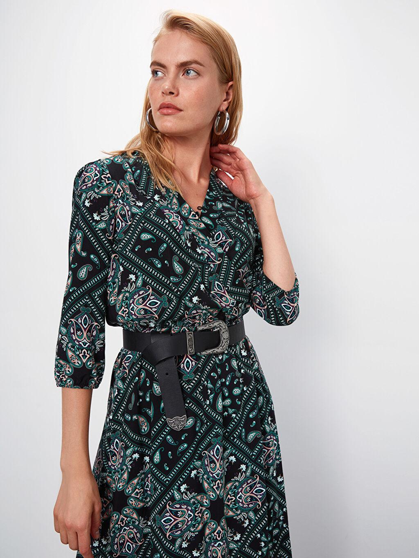 %100 Viskoz Diz Altı Desenli Kısa Kol Kruvaze Yaka Desenli Viskon Elbise