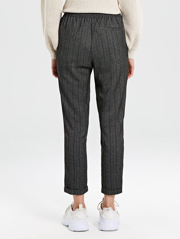 %64 Polyester %2 Elastan %34 Viskon Bilek Boy Desenli Havuç Pantolon