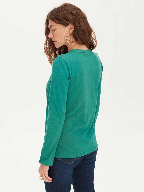 Kadın Yakası İşlemeli Pamuklu Tişört