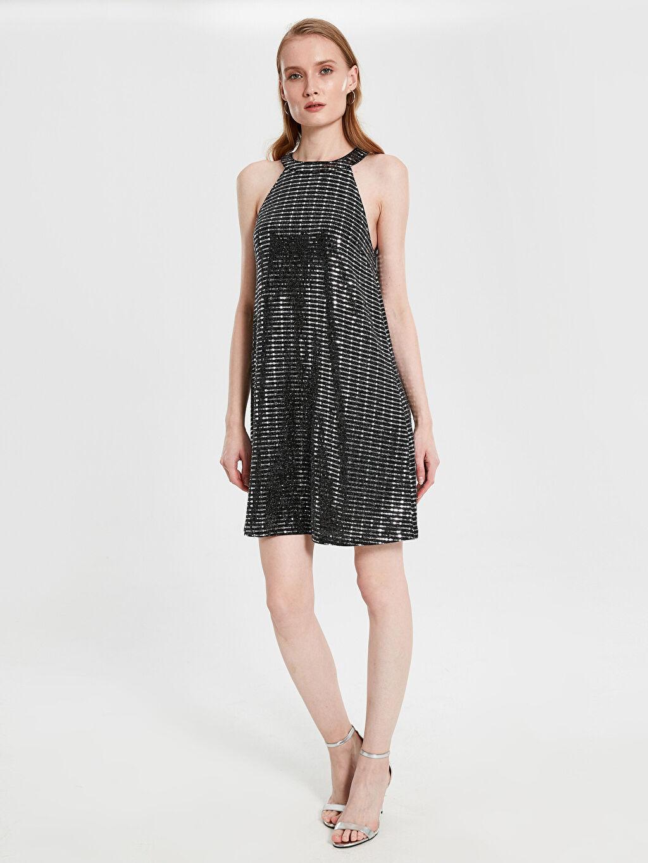 %100 Polyester %100 Polyester Diz Üstü Desenli Kolsuz Halter Yaka Işıltılı Elbise