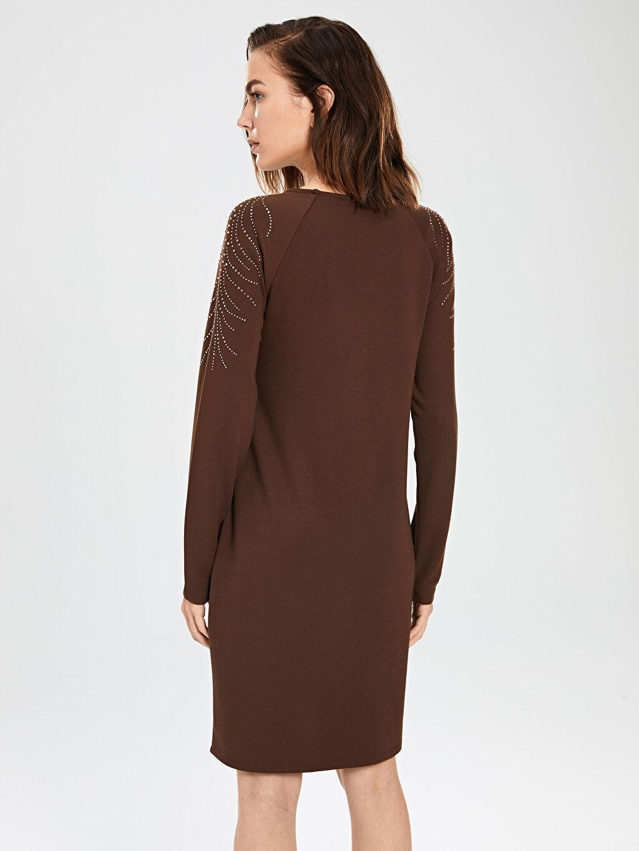 %26 Polyester %71 Viskoz %3 Elastan Omuzları Aplike Baskılı Esnek Elbise
