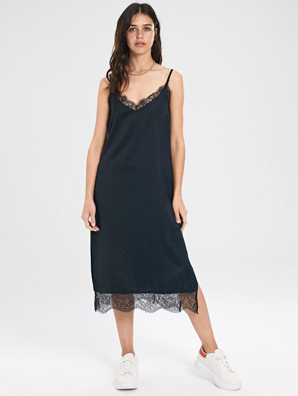 %100 Polyester Diz Altı Düz Kolsuz Dantel Detaylı Askılı Elbise