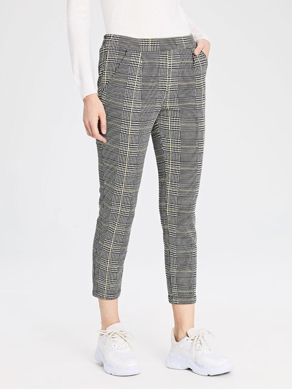 %79 Polyester %1 Elastan %20 Viskoz Havuç Normal Bel Pantolon Beli Lastikli Desenli Havuç Pantolon