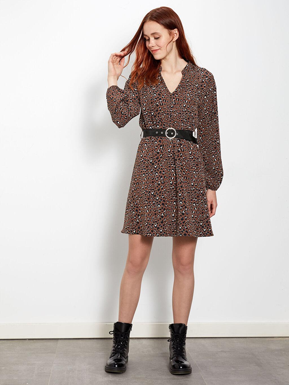 %100 Polyester %100 Polipropilen Uzun Kol Diz Üstü Desenli Kemer Detaylı Desenli Elbise