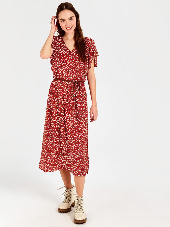%100 Viskoz %79 Polyester %21 Viskon Diz Altı Desenli Kısa Kol Fırfır Detaylı Desenli Kemerli Elbise