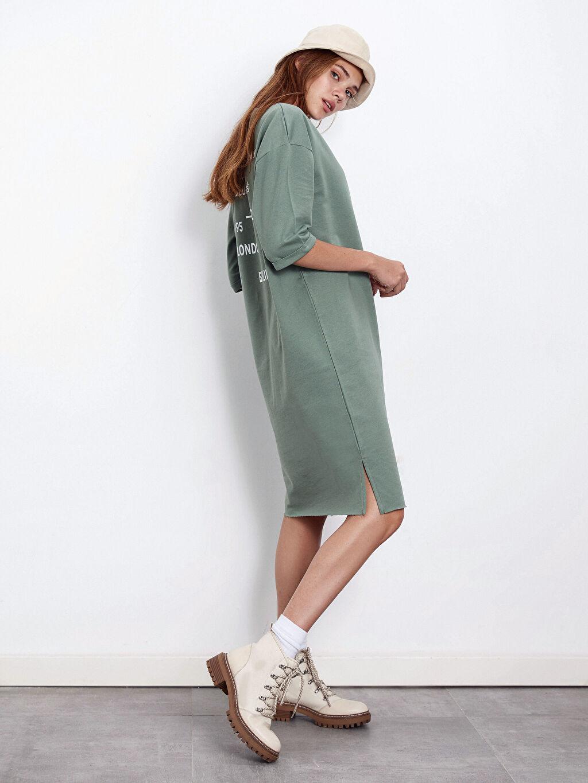 %100 Pamuk Diz Altı Desenli Yazı Baskılı Pamuklu Elbise