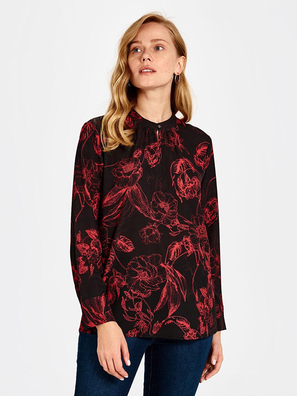 %97 Polyester %3 Elastan  Fırfır Detaylı Çiçek Desenli Bluz