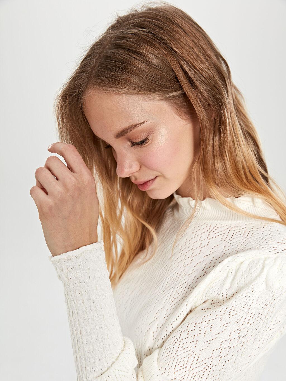 Kadın Nisan Triko Yakası Fırfır Detaylı Bluz