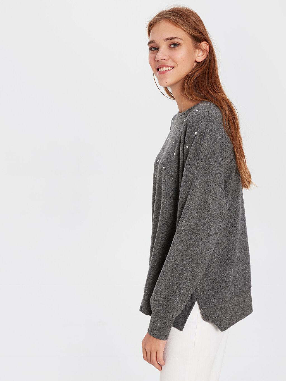 Kadın İnci Baskılı Salaş Sweatshirt