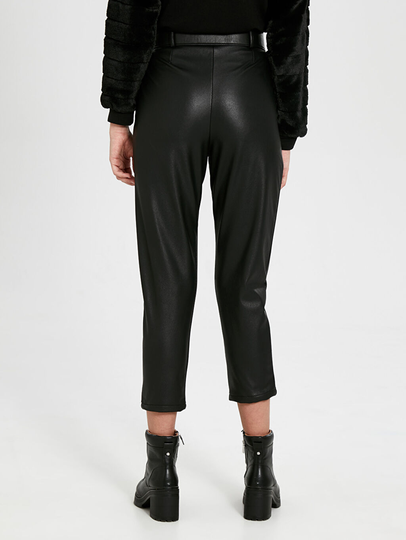 Kadın Quzu Kemerli Deri Görünümlü Pantolon