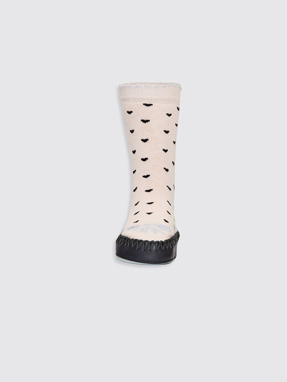 %83 Pamuk %15 Poliamid %1 Metalik iplik %1 Elastan %100 Poliüretan  Kız Bebek Desenli Ev Çorabı