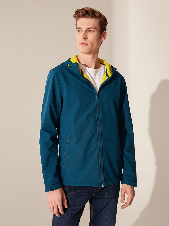 %100 Polyester Kısa Mont Orta Standart Kapüşonlu İnce Softshell Mont