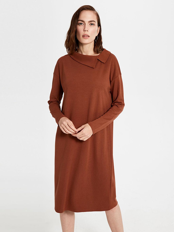 %27 Polyester %70 Viskoz %3 Elastan Diz Altı Düz Kolsuz Yaka Detaylı Esnek Elbise