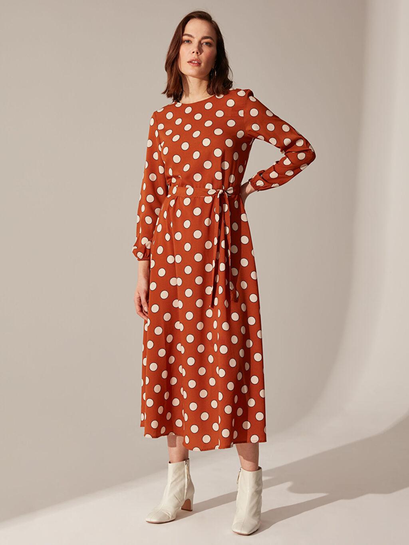 %100 Polyester Uzun Desenli Uzun Kol Puantiyeli Kuşaklı Elbise