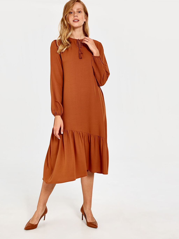 %29 Polyester %71 Viskoz Diz Altı Düz Uzun Kol Püskül Detaylı Elbise