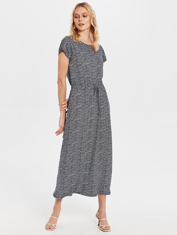 %97 Viskon %3 Elastan Uzun Desenli Kısa Kol Bağlama Detaylı Desenli Viskon Elbise