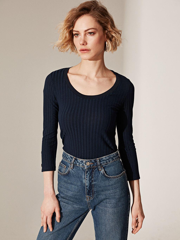 Kadın Kol Ucu Düğmeli Esnek Tişört