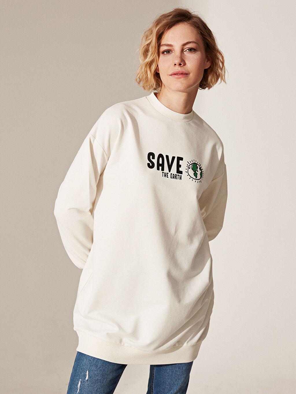 Ekru Slogan Baskılı Oversize Sweatshirt 0SJ926Z8 LC Waikiki