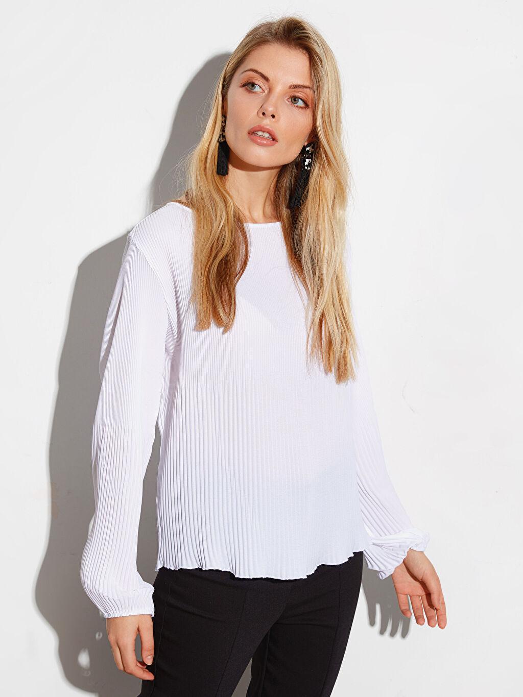 %100 Polyester  Dokulu Kumaştan Pili Detaylı Bluz