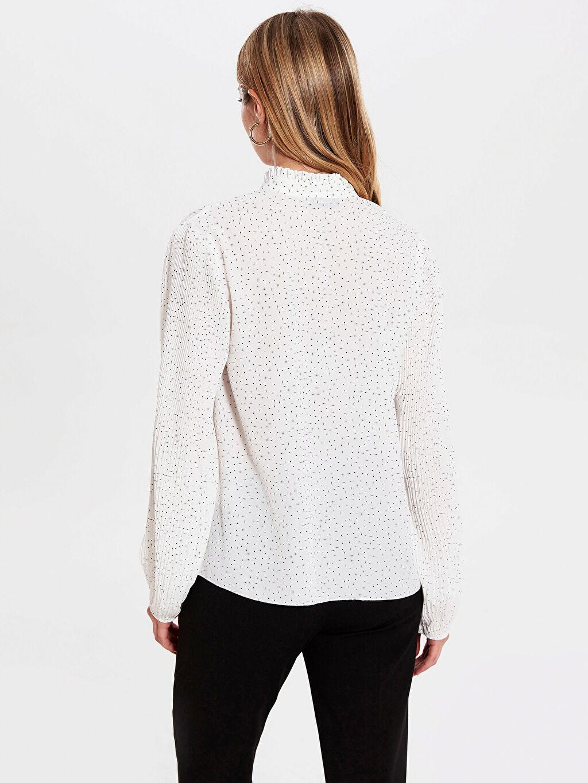 Kadın Yakası Bağlama Detaylı Bluz