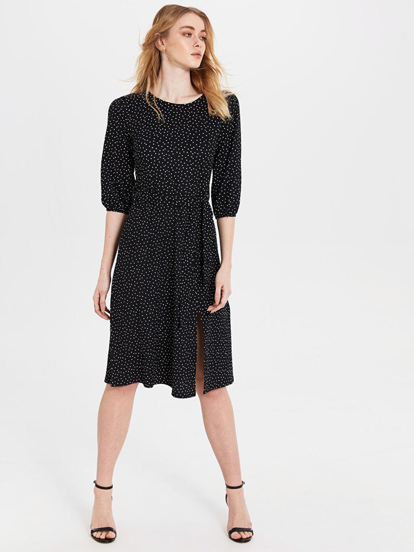 %99 Polyester %1 Elastan Diz Altı Desenli Kısa Kol Yırtmaç Detaylı Desenli Elbise