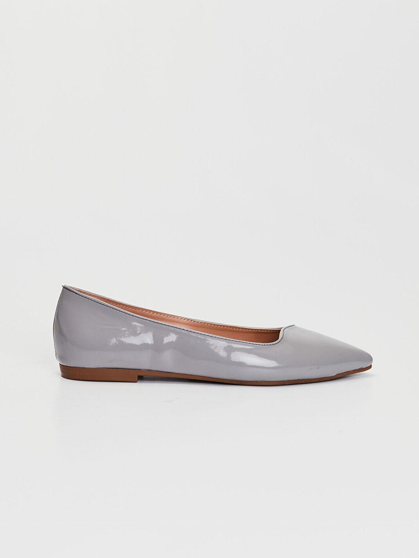 Gri Kadın Rugan Babet Ayakkabı 0SM885Z8 LC Waikiki