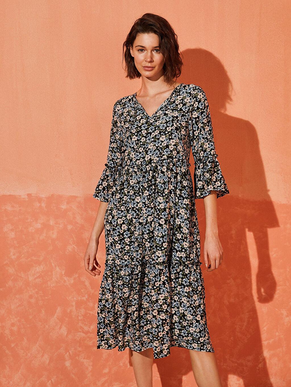 %100 Viskoz Diz Altı Desenli Kısa Kol Desenli Fırfır Detaylı Viskon Elbise