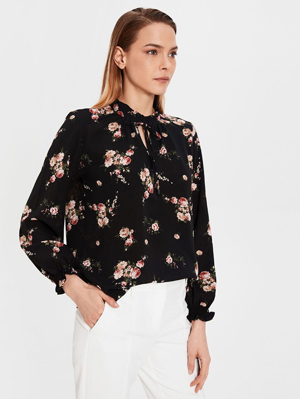 Siyah Fır Fır Detaylı Çiçek Desenli Bluz 0SN775Z8 LC Waikiki