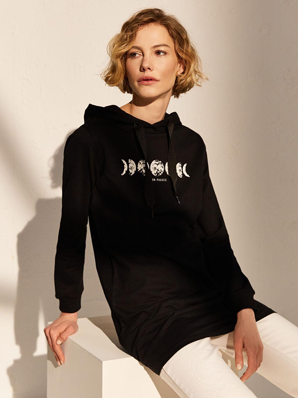 Siyah Baskılı Kapüşonlu Sweatshirt 0SO420Z8 LC Waikiki