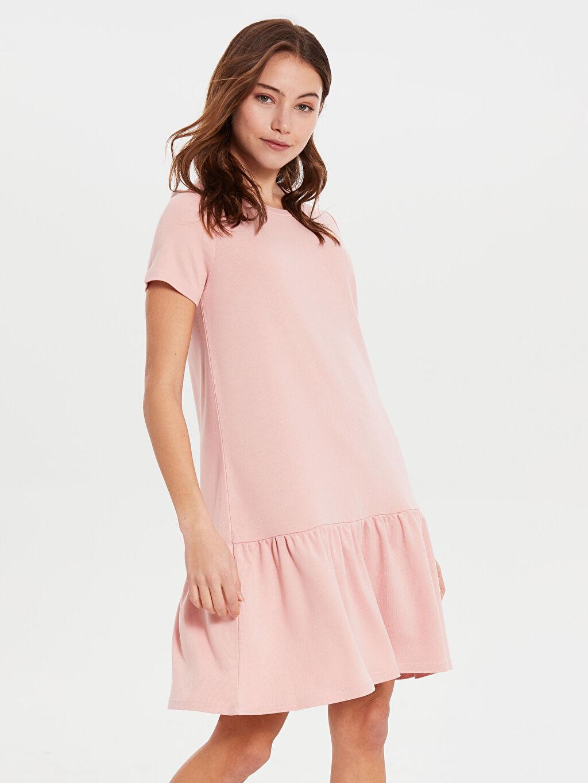 %28 Polyester %70 Viskoz %2 Elastan Diz Üstü Düz Kısa Kol Fırfır Detaylı Esnek Elbise