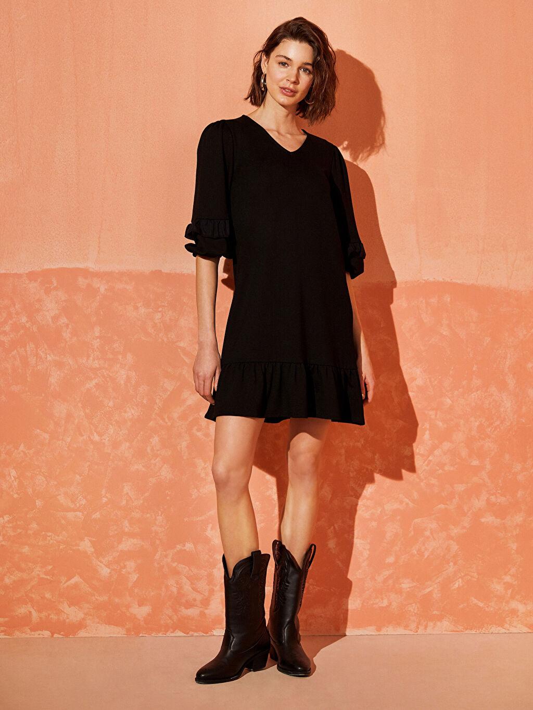%25 Polyester %72 Viskoz %3 Elastan Diz Üstü Düz Kısa Kol Fırfır Detaylı Viskon Elbise