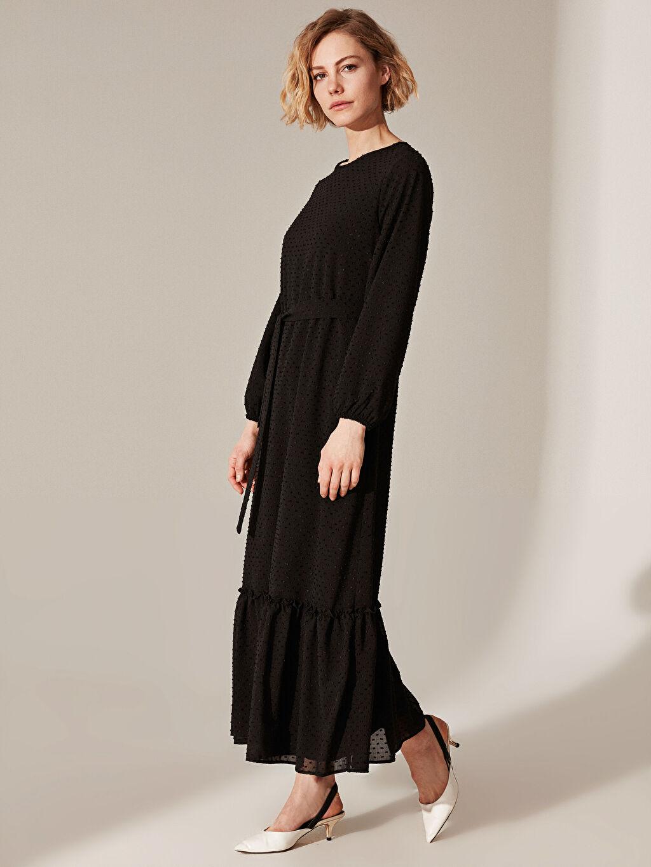 Kadın Dokulu Şifon Kumaştan Kuşaklı Uzun Elbise