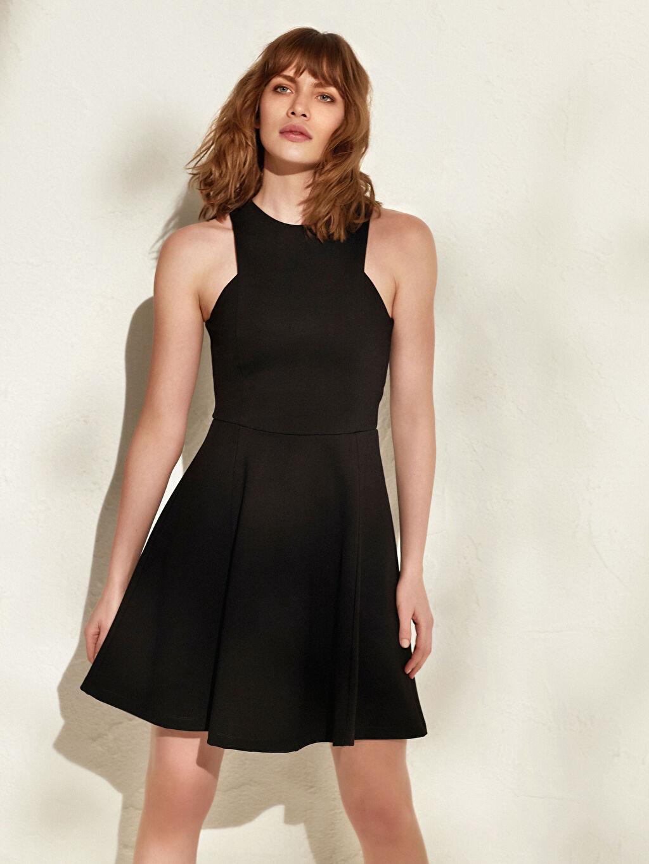 Kadın İncelten Etkili Halter Yaka Esnek Kloş Elbise