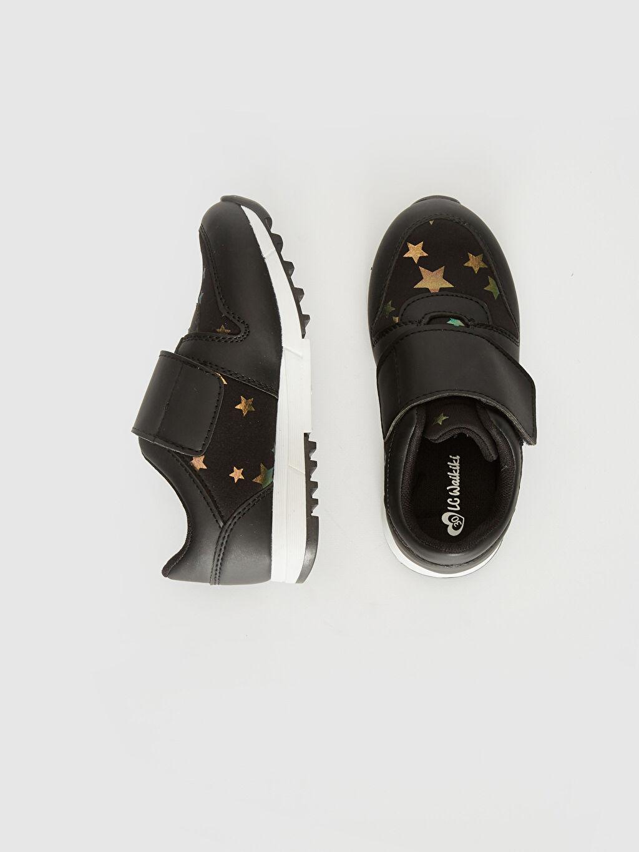 %0 Diğer malzeme (poliüretan) %0 Tekstil malzemeleri (%100 poliester)  Kız Çocuk Yıldız Detaylı Cırt Cırtlı Ayakkabı