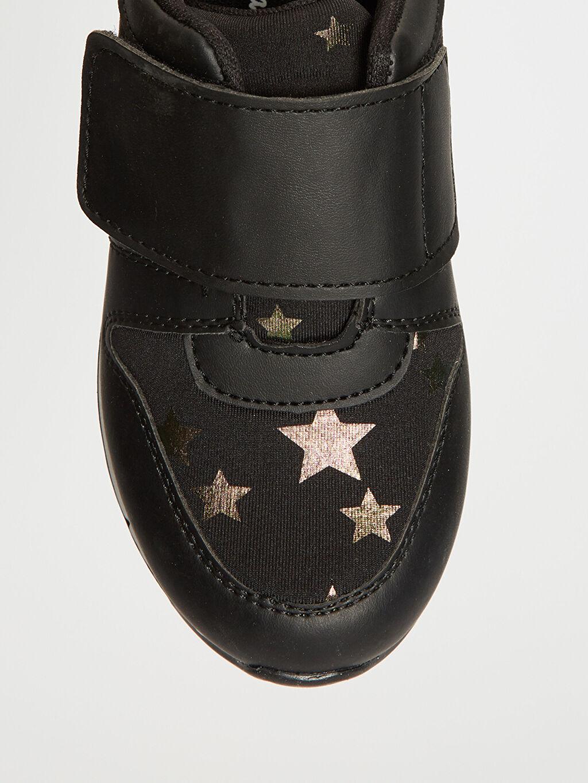 LC Waikiki Siyah Kız Çocuk Yıldız Detaylı Cırt Cırtlı Ayakkabı