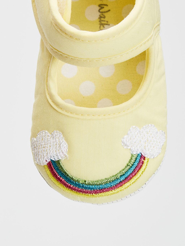 LC Waikiki Sarı Kız Bebek Cırt Cırtlı Yürüme Öncesi Ayakkabı