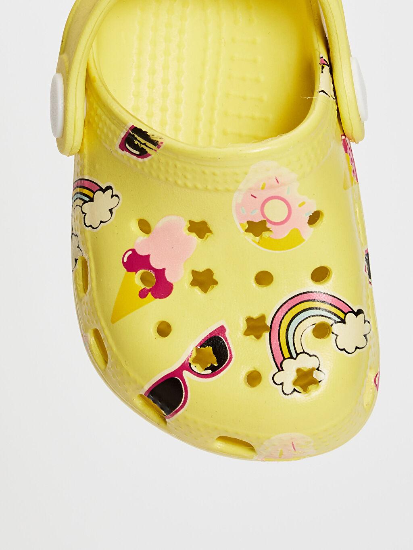 LC Waikiki Sarı Kız Bebek Sandalet